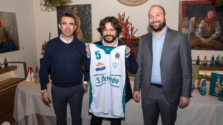 La pallacanestro Cantù si rifà il look verde S.Bernardo!